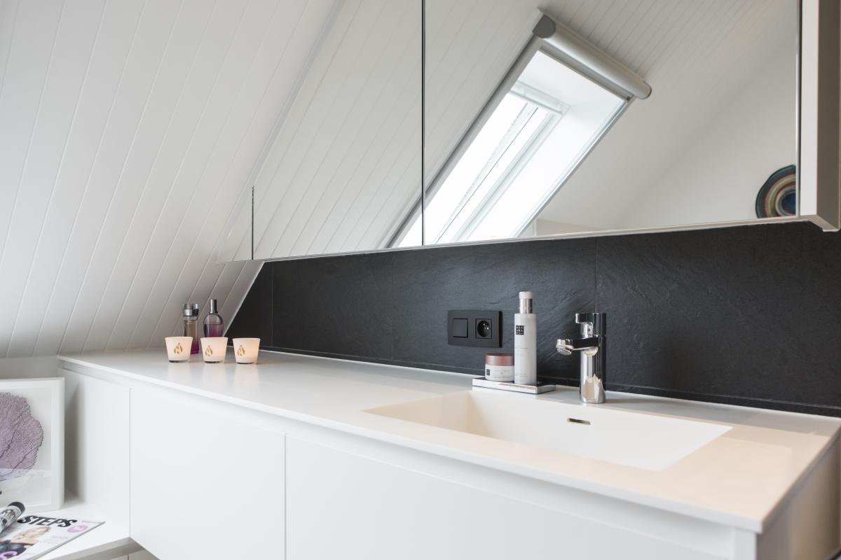 Badkamer Schuin Dak : Badkamer b te zonnebeke naert bvba